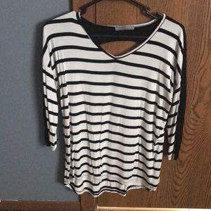 Black white quarter sleeve shirt